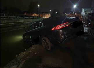 Police rescue taxi from canal - Police News UK