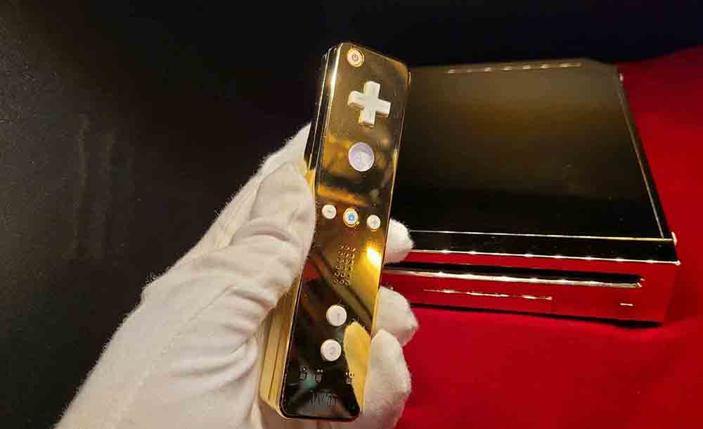 Gold wii that was made for the Queen goes on sale - UK News