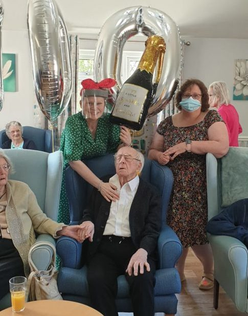100 year old man celebrates birthday with over four hundred cards - UK News