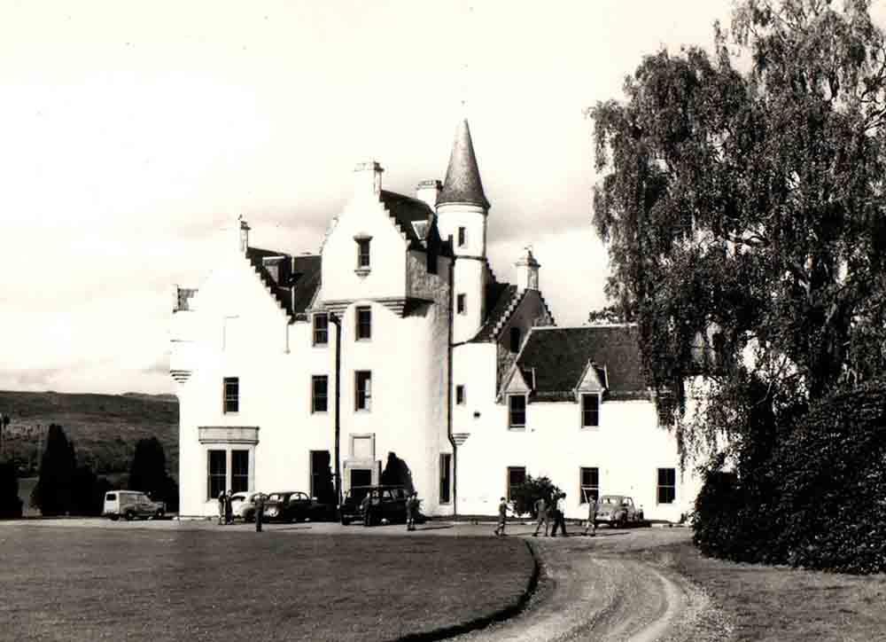 Scots businessman shares brutal 60 year old report cards - Scottish News