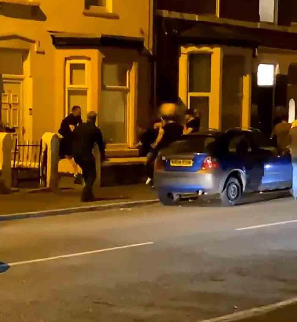 Shocking video shows yob hurl plant pot at man in street brawl - Viral Video News