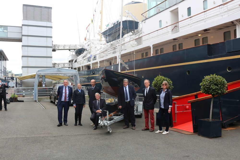everyone involved with the renovation of the Bluebottle yacht| Uk and World