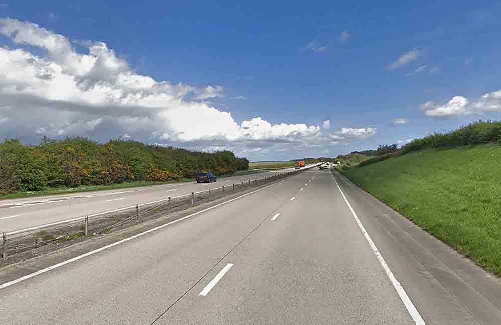 Shocking images show large sinkhole appear on busy motorway - UK News