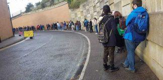 "Students filmed themselves waiting in huge ""disorganised"" queue- UK News"