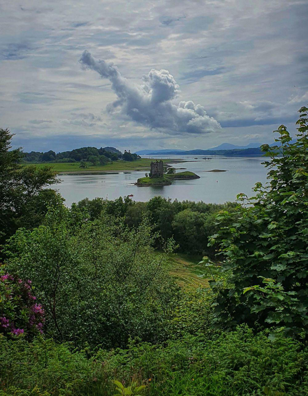 Cloud resembling dragon over castle- Scottish News
