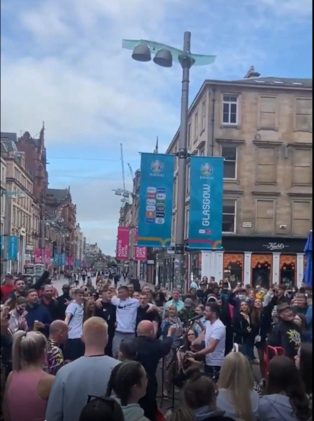 Champagne Supernova Crowd Buchanan Street - Scottish News