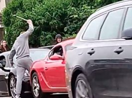 The youth smashes the Porsche with a wrench | Car News UK