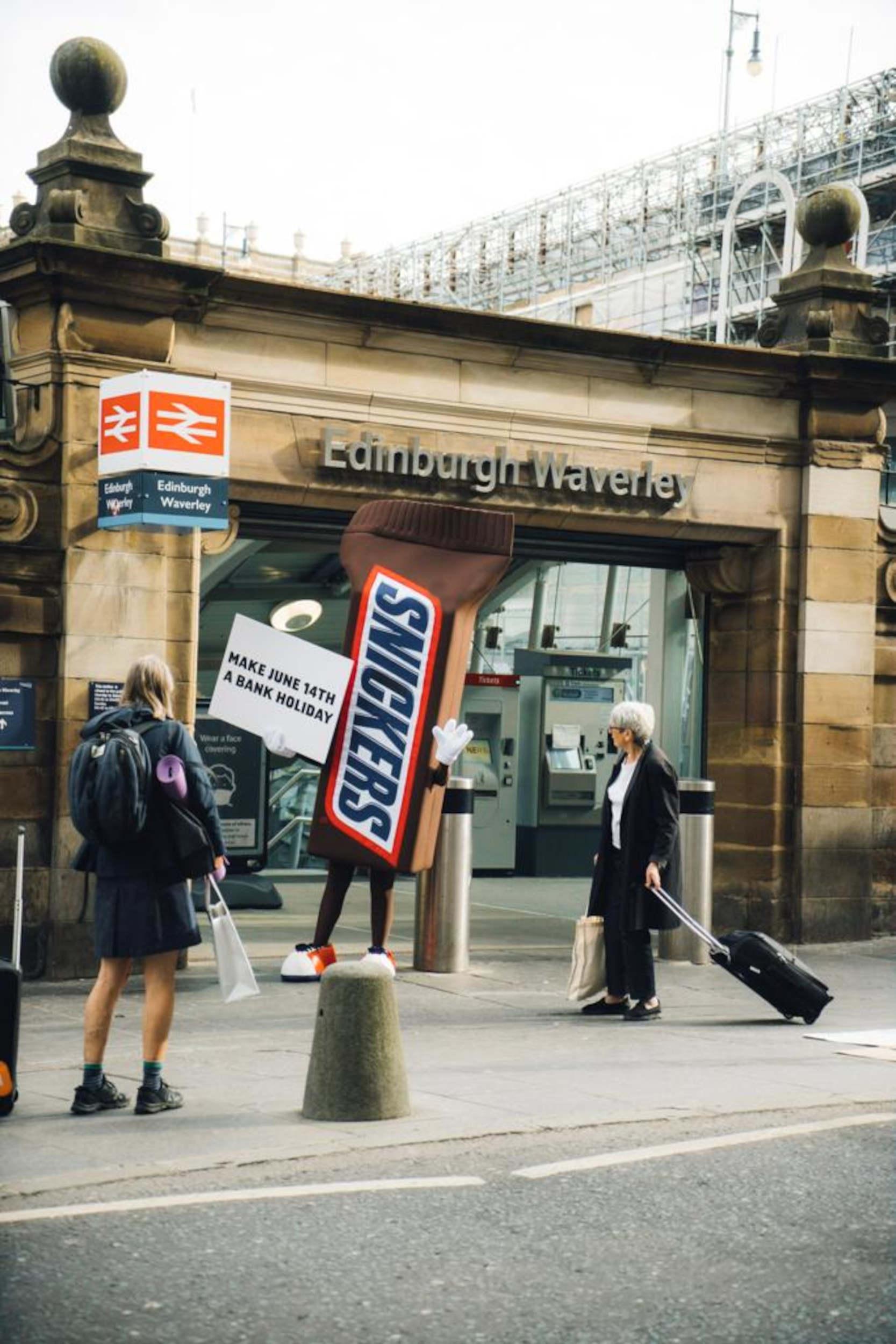 Giant Snickers bar Waverley- Football News Scotland