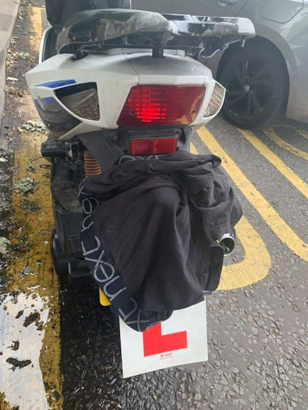 Moped with boxers covering number plate | Traffic News UK