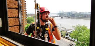 The workman eating the eclair | London News
