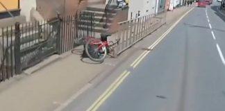 Biker falls onto pavement | Traffic News UK