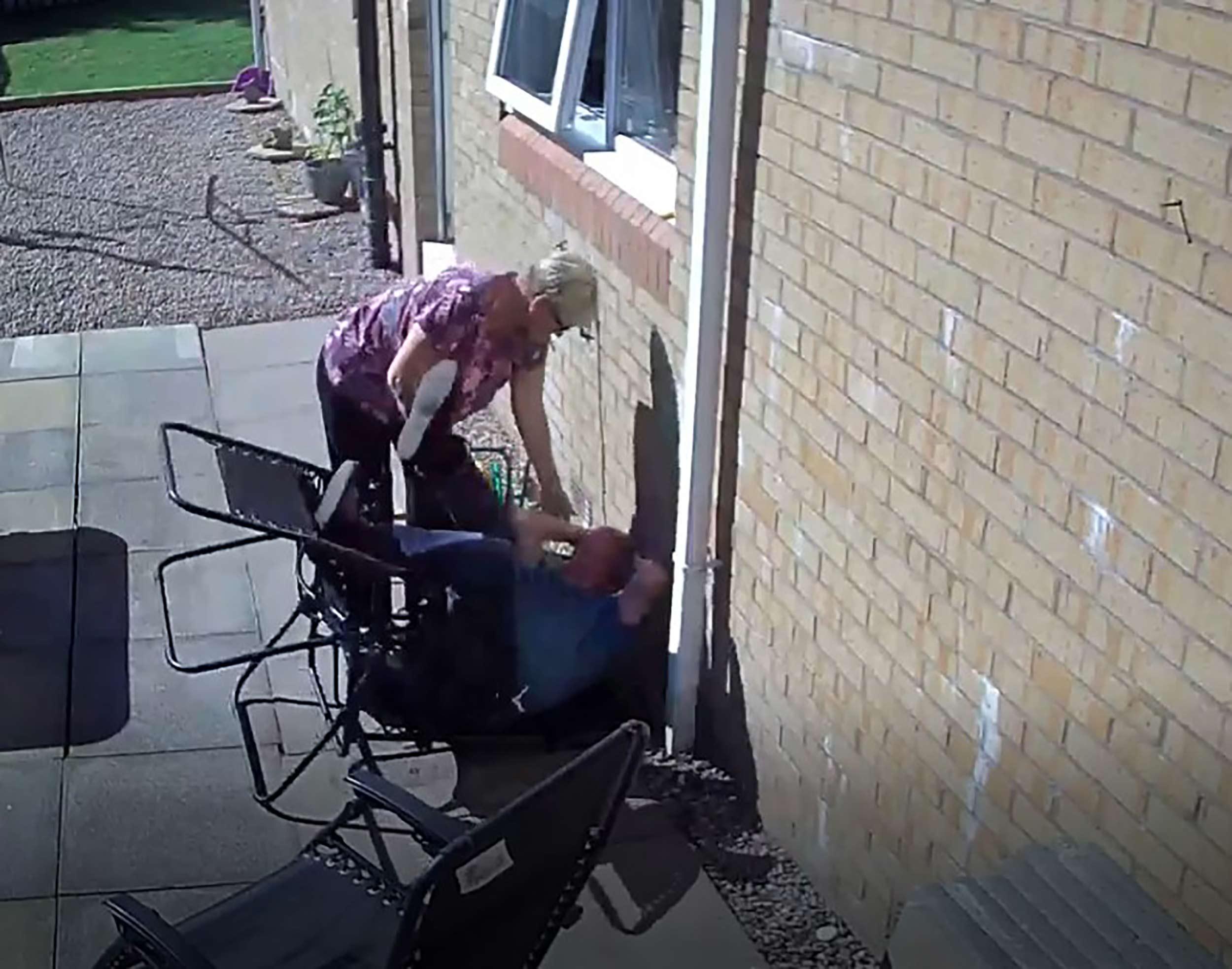 Glenn Smith Deckchair - Viral News Scotland