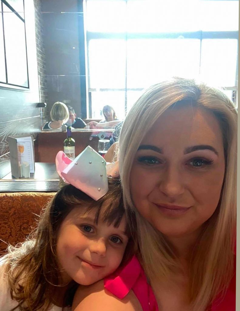Little Khloe and her mum Tracy - Scottish News