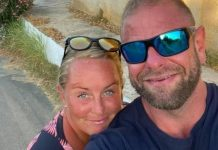 The happy couple on holiday - Viral Video News