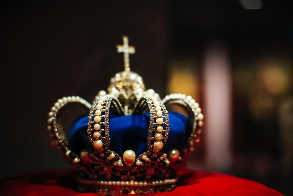 crown jewels on cushion - Scottish News