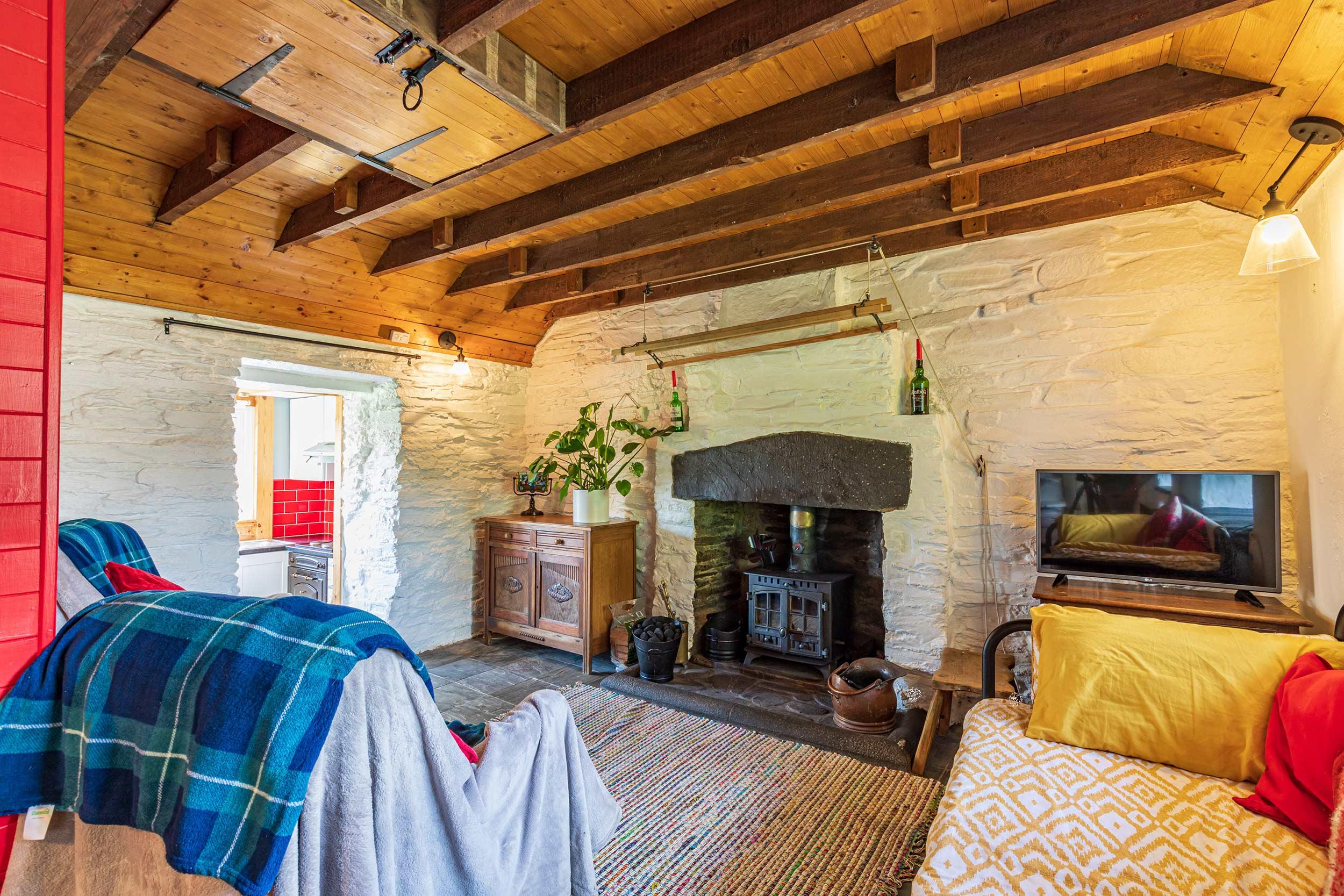 Rustic cottage living room interior - Scottish News