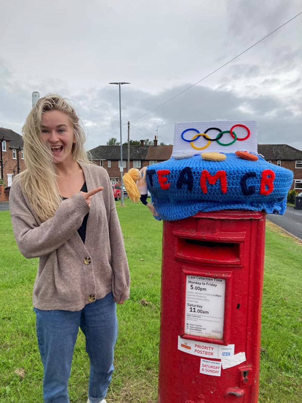 Shauna with the postbox - Sports News UK