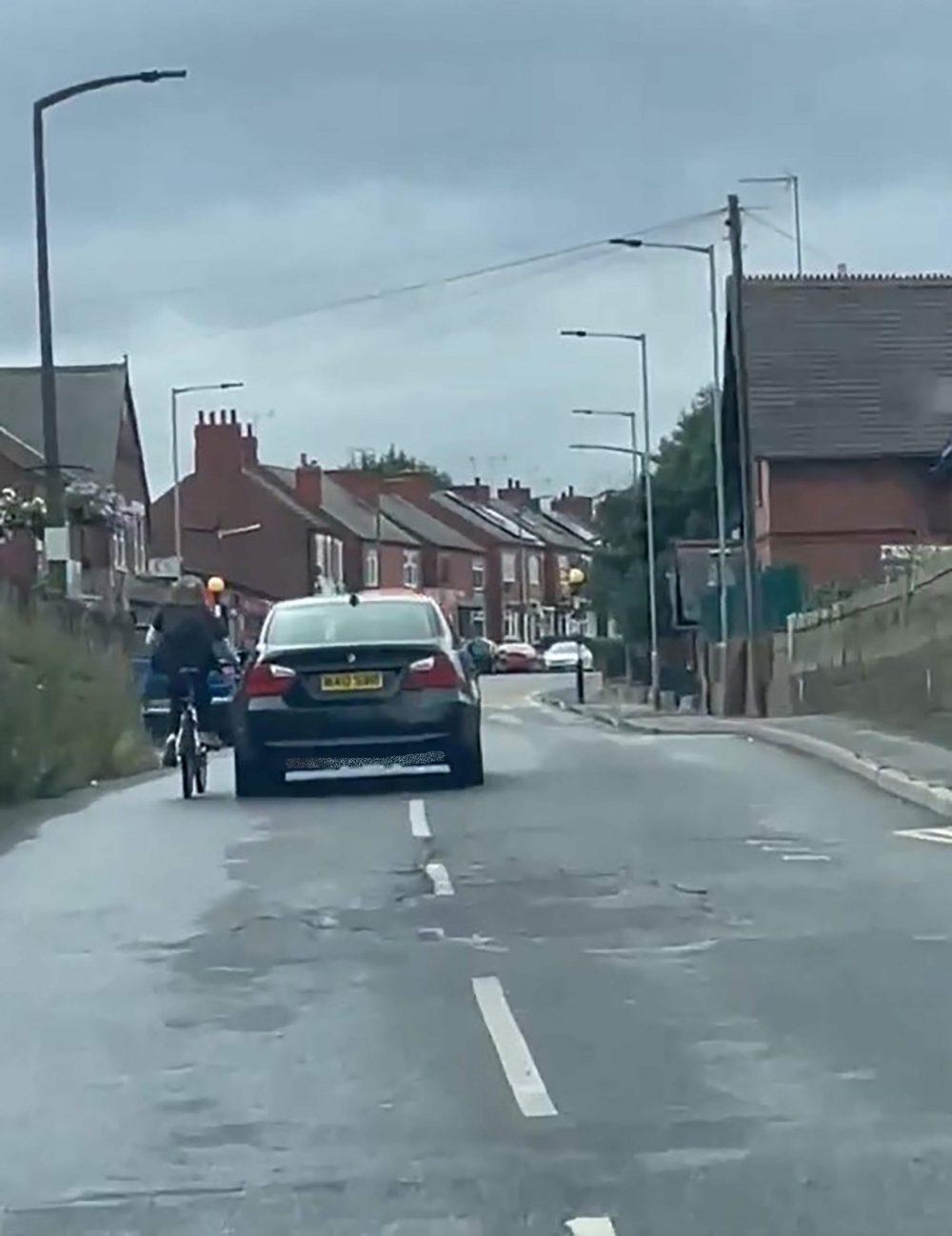 The cyclist hitching a lift - Traffic News UK
