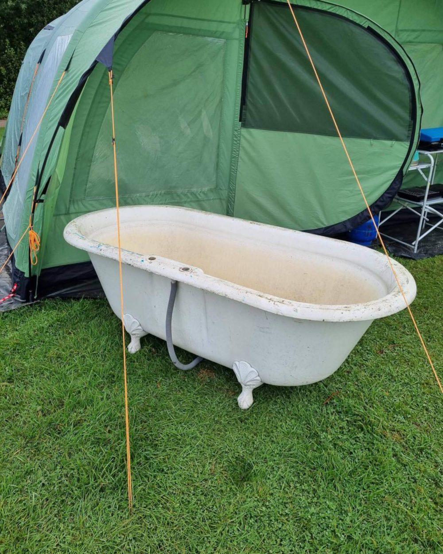 Cast iron bath - Holiday News UK