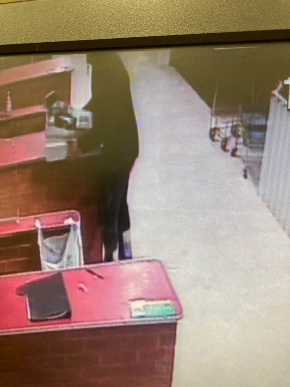 The thug wandered around unaware of CCTV - Crime News UK