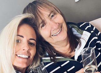 The mum and daughter - UK Fashion News