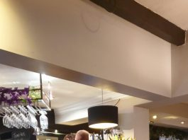 Naked man standing at Wetherspoons bar - UK and World News