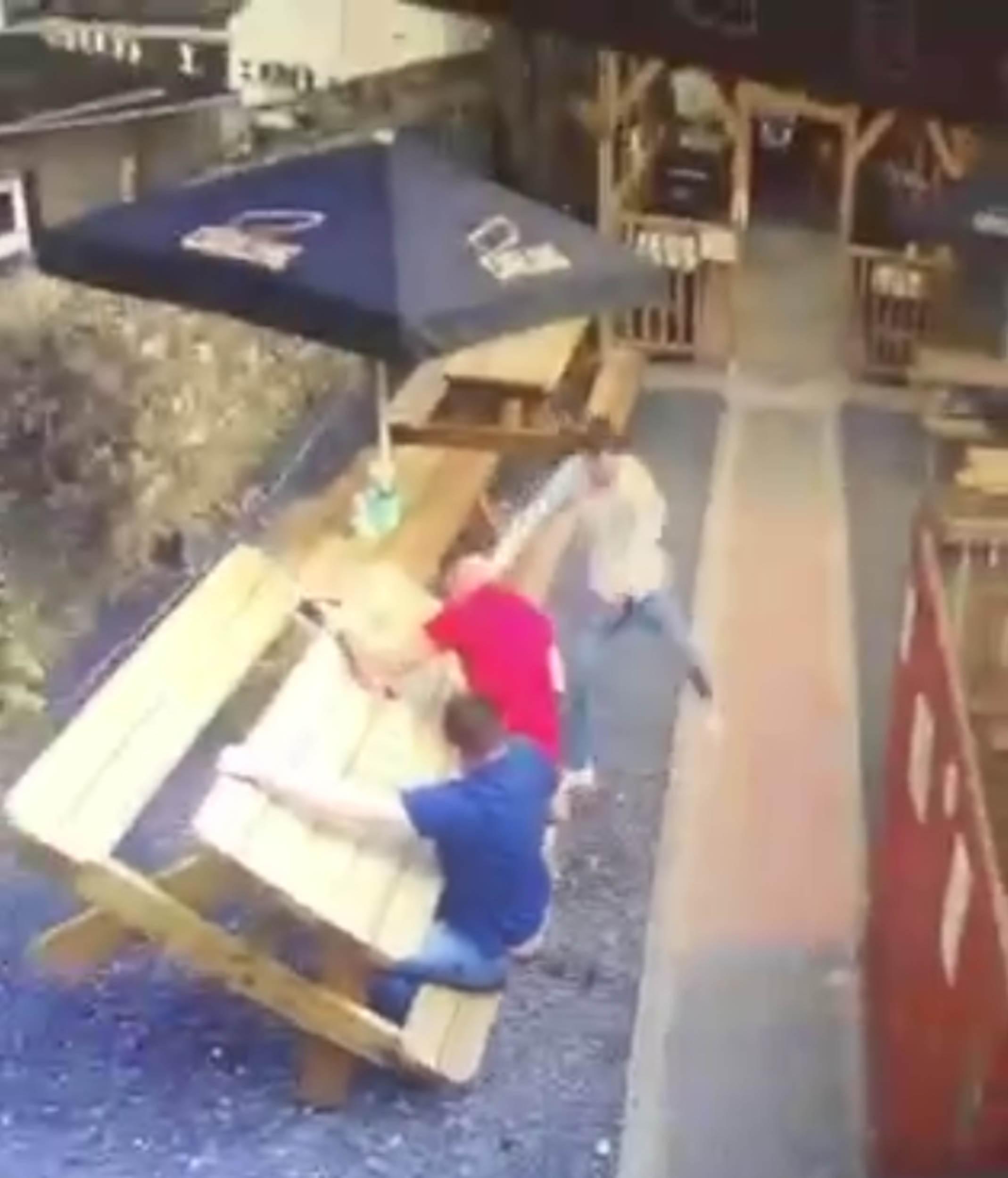 Irish pub table tilting - UK and World News