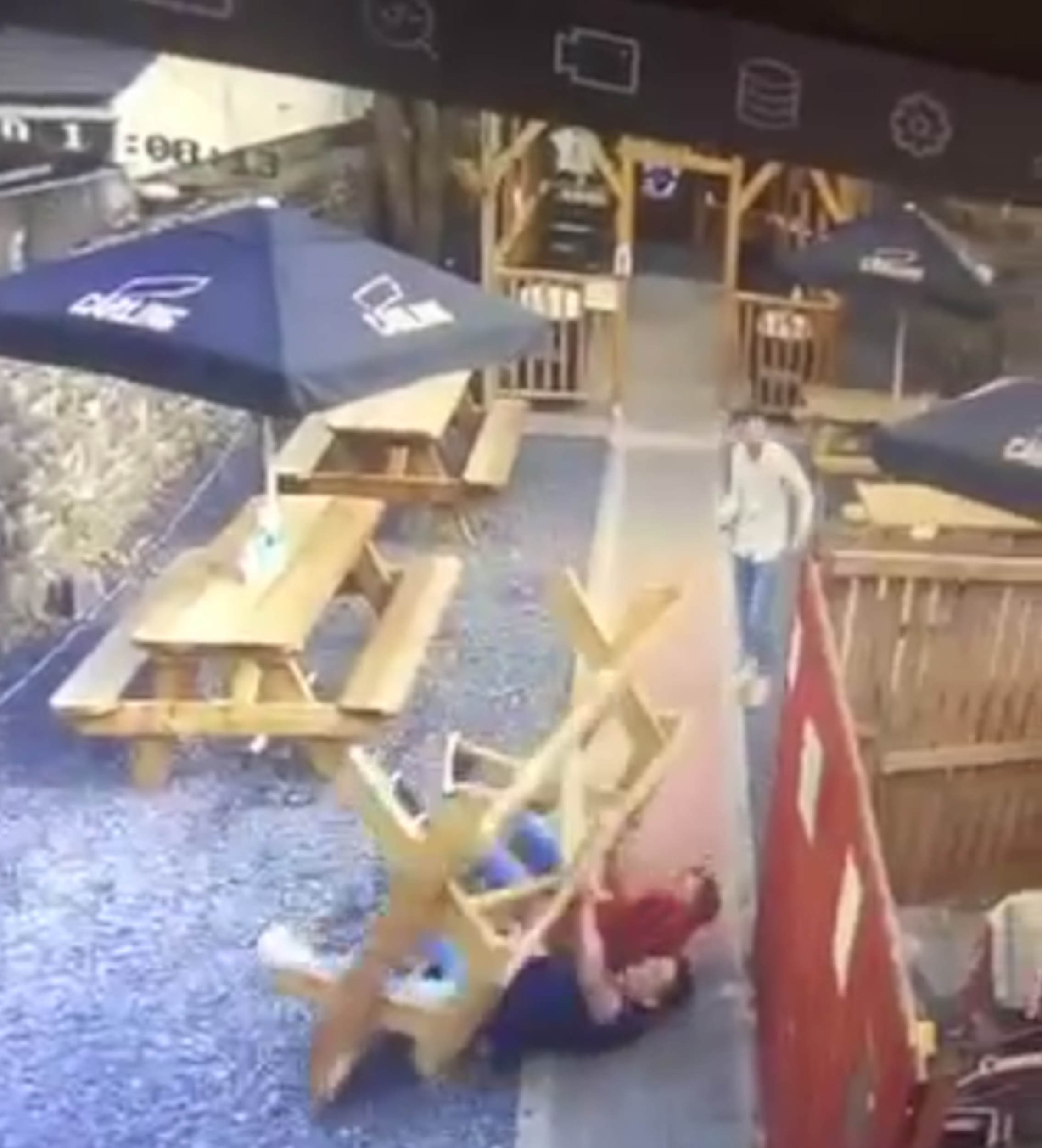 Irish pub table fell over - UK and World News