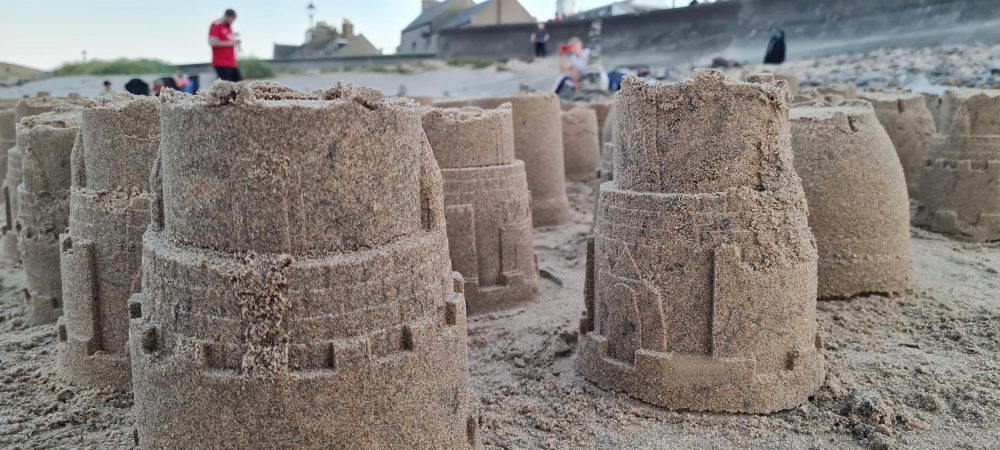some of the 805 tribute sandcastles | Scottish Health News