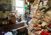 """Even the bathroom of the """"hoarder house"""" is crammed to the ceiling with books"""