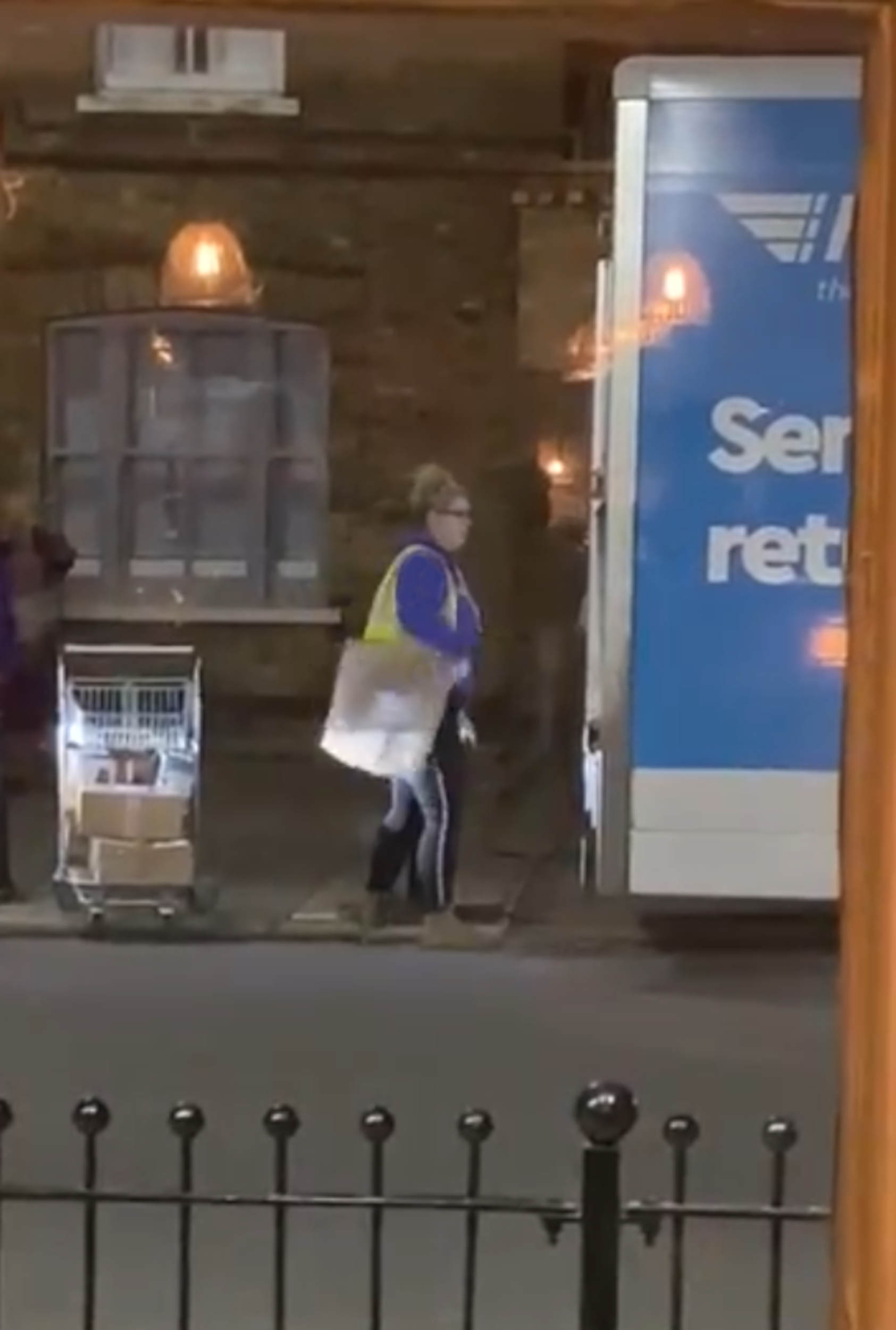 Hermes driver throwing a parcel underhand