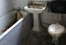 """The bathroom from the London flat, which is being compared to the toilet from """"Trainspotting""""."""